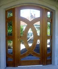 Umelecké drevené dvere <br> Autor: <a href=http://okna.dobretipy.sk/peter-nemcak-cadca>Peter Nemčák, Čadca</a>