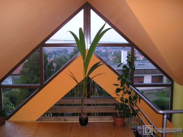 Atypické drevené okno <br> Autor: Jozef Boledovič - DREKON, Nitra