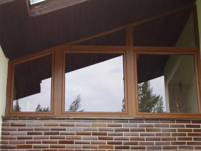 Atypické trojuholnikové okno<br> Autor:<a href=http://okna.dobretipy.sk/stanislav-buzalka-b-spol-banska-stiavnica>Bspol, Banská Štiavnica</a>