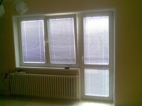 Balkónová zostava s dvojkrídlovým oknom<br> Autor: <a href=http://okna.dobretipy.sk/inter-okno-komarno>INTER-OKNO s.r.o., Komárno</a>