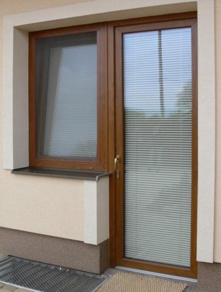 Balkónové dvere a okno v dekore dreva<br> Autor: <a href=http://okna.dobretipy.sk/lamelland-sro-trencin>Lamelland, s.r.o., Trenčín</a>