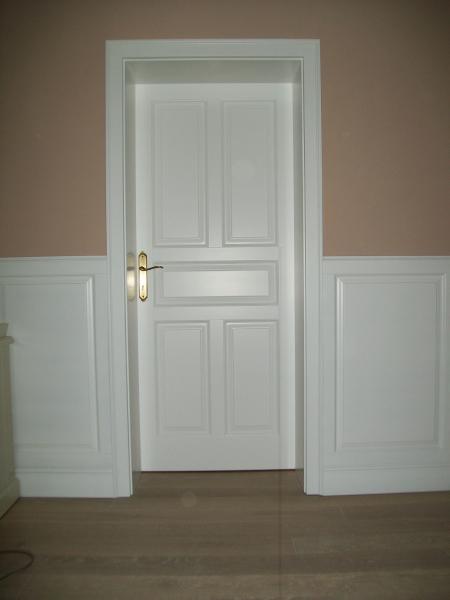 Biele drevené dvere<br> Autor: <a href=http://okna.dobretipy.sk/lubos-hrivnak-drevo-product-mokroluh>Ľuboš Hrivňák - Drevo-product, Mokroluh</a>