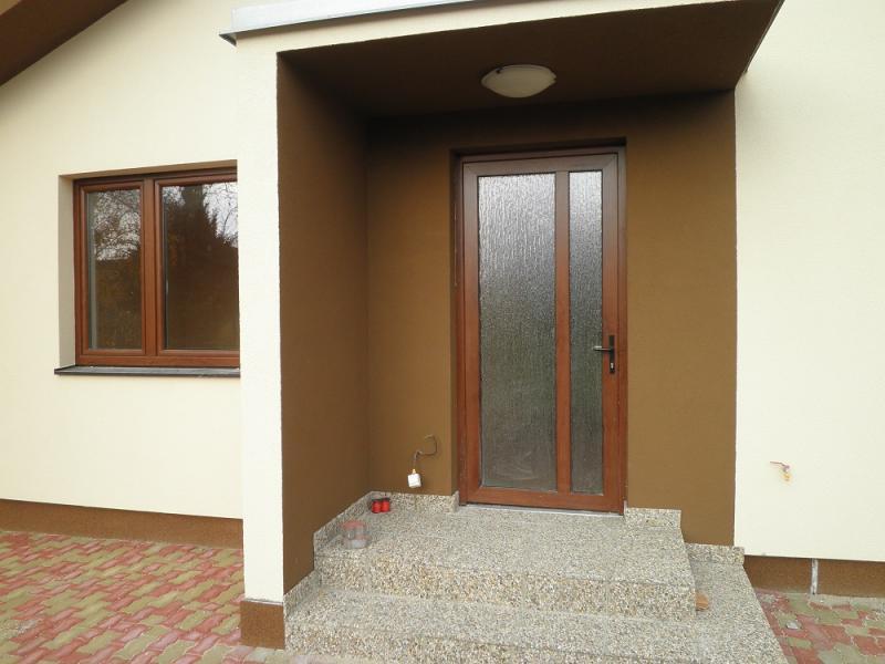 Drevené okno a dvere<br> Autor: <a href=http://okna.dobretipy.sk/valpe-sro-senec>Valpe s.r.o., Senec</a>