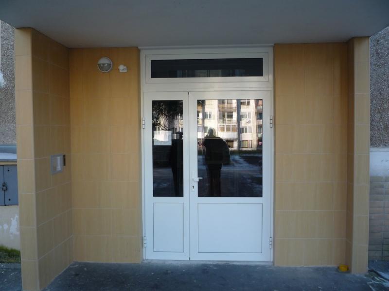 Dvojkridlové vchodové dvere <br> Autor: JARO-TILE s.r.o., Bardejov