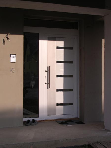 Hliníkové vstupné dvere<br> Autor: <a href=http://okna.dobretipy.sk/vamex-sro-vavrecka> Vamex s.r.o., Námestovo</a>