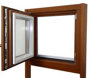 Kombinované okno: drevo-hliník <br> Autor: EUROLUX s.r.o., Košice