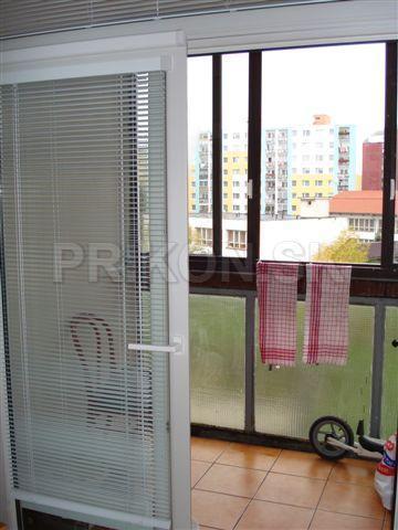 Posuvné plastové dvere na balkón <br> Autor: PRIKON corporate s.r.o., Banská Štiavnica