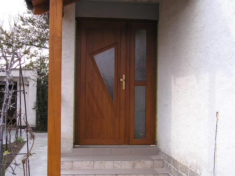 Vchodové dvere<br> Autor: <a href=http://okna.dobretipy.sk/miroslav-valkovic-juva-hlohovec>Sklenárstvo JUVA Miroslav Valkovič, Hlohovec</a>