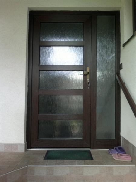 Vchodové plastové dvere<br> Autor: <a href=http://okna.dobretipy.sk/ekookna-turcianske-teplice>Ekookna, Turčianske Teplice</a>