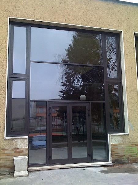 Veľkoplošné presklenie vstupu do budovy<br> Autor: SKAT - Slovakia s.r.o, Banská Bystrica