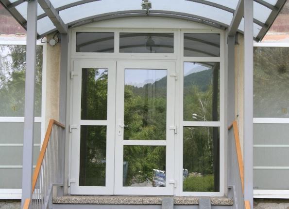 Vstupné plastové dvere<br> Autor: <a href=http://okna.dobretipy.sk/stavex-plast-sro-banska-bystrica>STAVEX-PLAST,spol. s.r.o., Banská Bystrica</a>