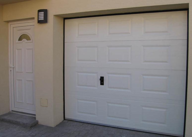 Zladenie plastových vchodových a garážových dverí<br> Autor: TOP - PLAST, Levice